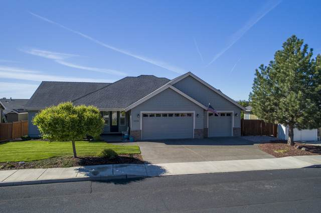 3338 SW 35th Street, Redmond, OR 97756 (MLS #220120327) :: Berkshire Hathaway HomeServices Northwest Real Estate