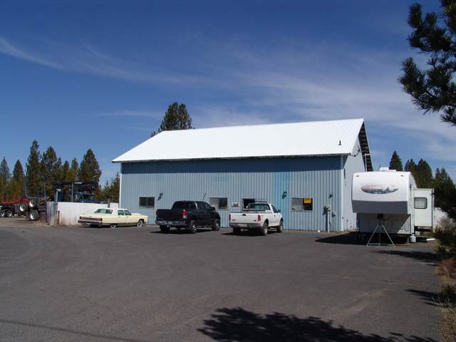 51444 Russell Road, La Pine, OR 97739 (MLS #220120425) :: Arends Realty Group