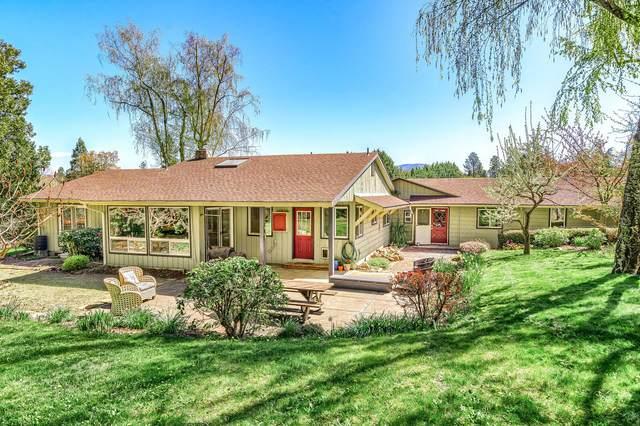 4822 Coleman Creek Road, Medford, OR 97501 (MLS #220120478) :: Rutledge Property Group