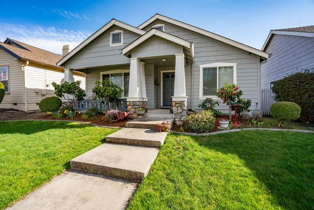3310 Edgewater Drive, Medford, OR 97504 (MLS #220120499) :: Rutledge Property Group