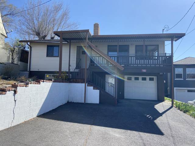 237 Hillside Avenue, Klamath Falls, OR 97601 (MLS #220120530) :: Berkshire Hathaway HomeServices Northwest Real Estate