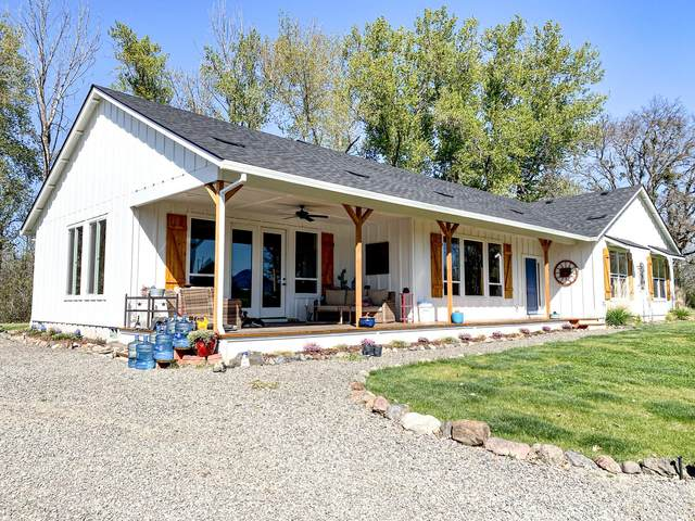 9475 Highway 62, Eagle Point, OR 97524 (MLS #220120565) :: The Ladd Group