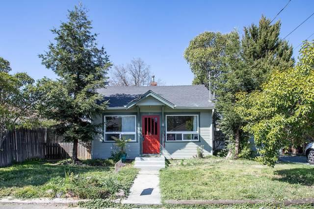 804 W 12th Street, Medford, OR 97501 (MLS #220120574) :: Premiere Property Group, LLC