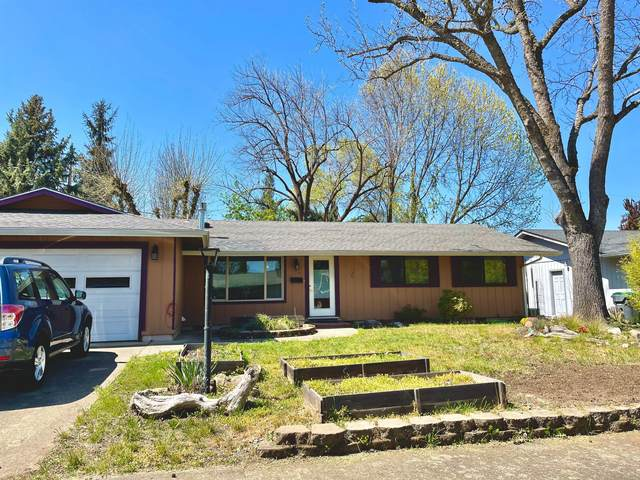 1734 Sheldon Avenue, Medford, OR 97501 (MLS #220120603) :: Premiere Property Group, LLC