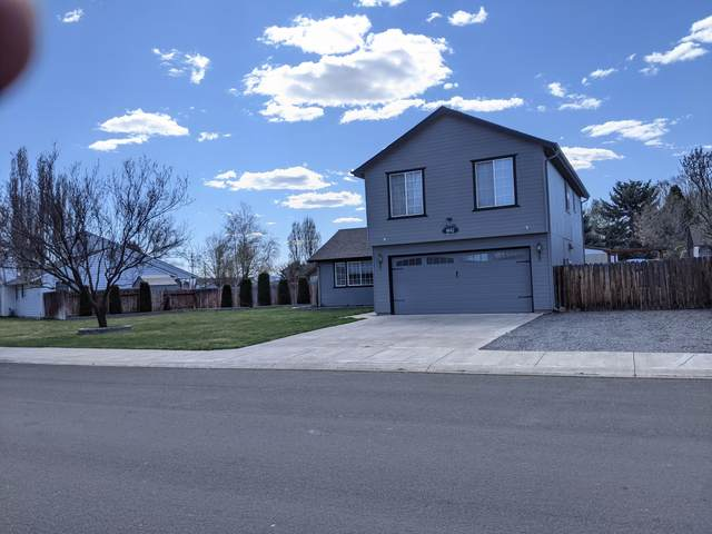 4842 Travis Way, Klamath Falls, OR 97603 (MLS #220120612) :: Premiere Property Group, LLC
