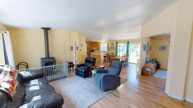 52295 Parkway Drive, La Pine, OR 97739 (MLS #220120615) :: Premiere Property Group, LLC
