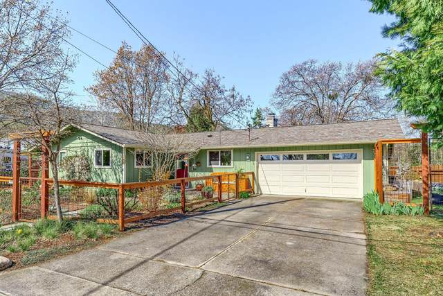 645 Oak Street, Ashland, OR 97520 (MLS #220120629) :: Vianet Realty
