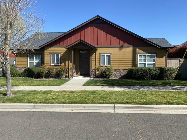 3633 Harbrooke Road, Medford, OR 97504 (MLS #220120654) :: Premiere Property Group, LLC