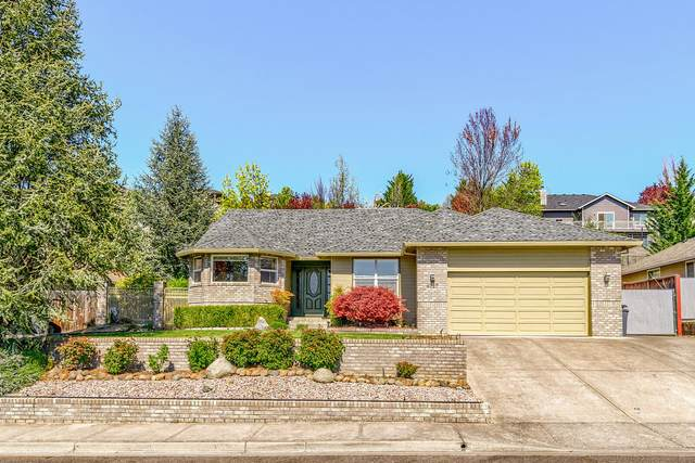 4727 Torrey Pines Drive, Medford, OR 97504 (MLS #220120700) :: Central Oregon Home Pros