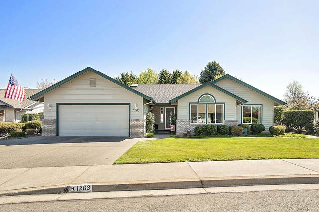 1263 Moon Glo Drive, Grants Pass, OR 97527 (MLS #220120703) :: Bend Relo at Fred Real Estate Group
