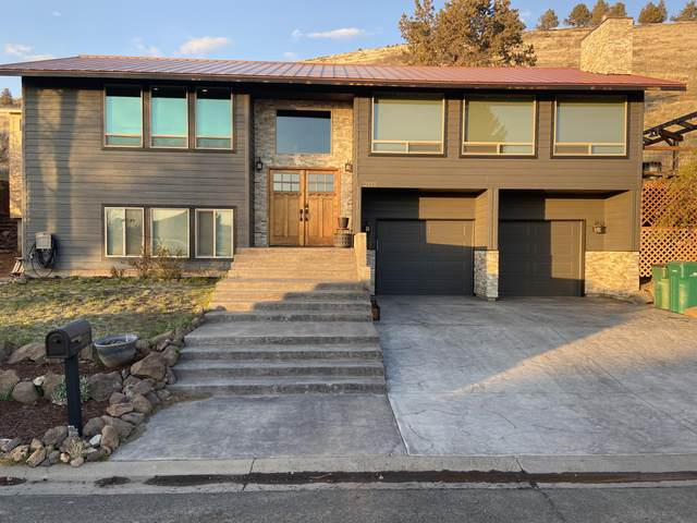 2115 Watson Street, Klamath Falls, OR 97603 (MLS #220120704) :: Bend Relo at Fred Real Estate Group