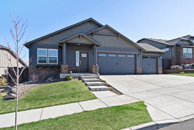 2428 SW 43rd Place, Redmond, OR 97756 (MLS #220120720) :: Chris Scott, Central Oregon Valley Brokers