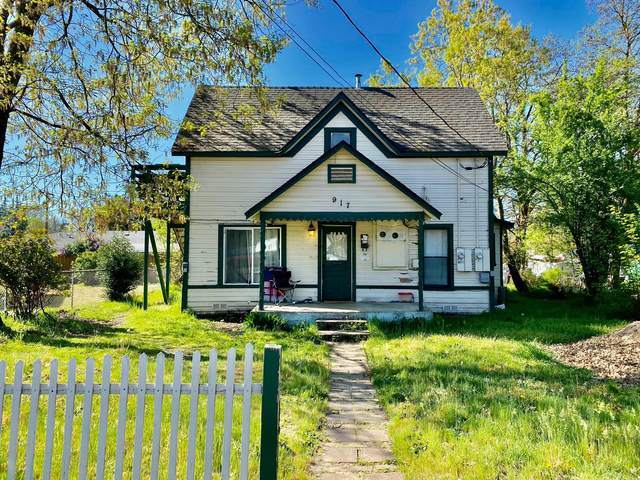 917 SW G Street, Grants Pass, OR 97526 (MLS #220120750) :: Top Agents Real Estate Company