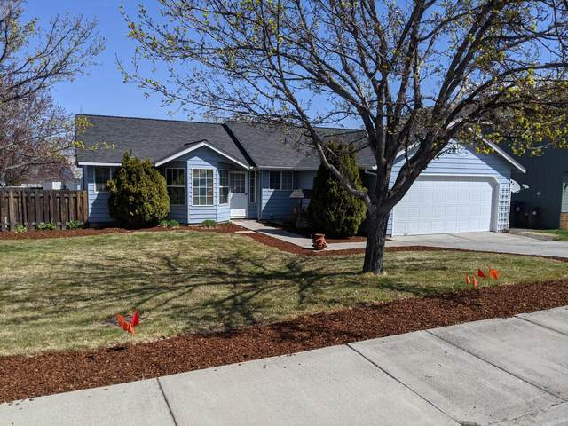 2761 SW Salmon Avenue, Redmond, OR 97756 (MLS #220120829) :: Chris Scott, Central Oregon Valley Brokers