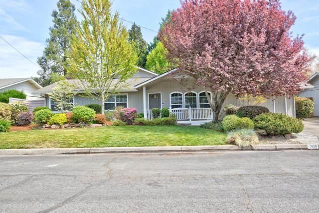 709 SW Cypress Street, Grants Pass, OR 97526 (MLS #220120835) :: Vianet Realty