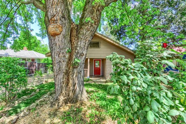 130 Kenwood Avenue, Medford, OR 97501 (MLS #220120858) :: Bend Relo at Fred Real Estate Group