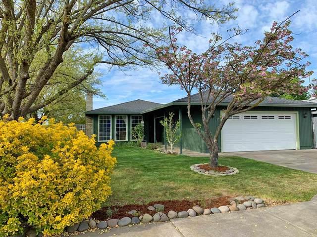 1901 Page Street, Medford, OR 97504 (MLS #220120860) :: Keller Williams Realty Central Oregon