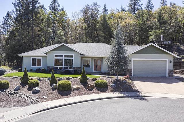 2321 SE Wyndham Way, Grants Pass, OR 97527 (MLS #220120892) :: Keller Williams Realty Central Oregon