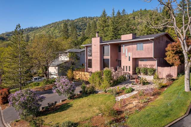 1769 NE Hillcrest Lane, Grants Pass, OR 97526 (MLS #220120900) :: The Ladd Group