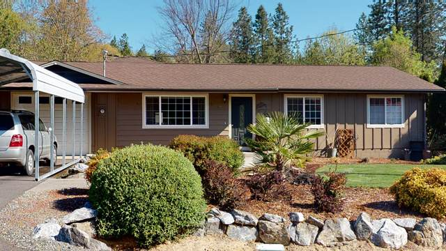 290 Crestview Loop, Grants Pass, OR 97527 (MLS #220120901) :: The Ladd Group