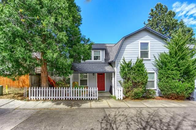 915 Bellview Avenue #2, Ashland, OR 97520 (MLS #220120951) :: Central Oregon Home Pros