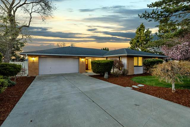 1165 Harbor Isle Boulevard, Klamath Falls, OR 97601 (MLS #220121009) :: Central Oregon Home Pros