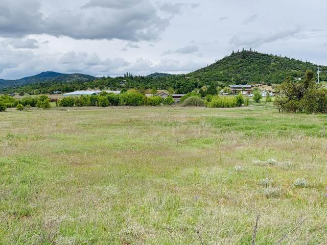 14399 Avalon Road, White City, OR 97503 (MLS #220121198) :: Bend Relo at Fred Real Estate Group