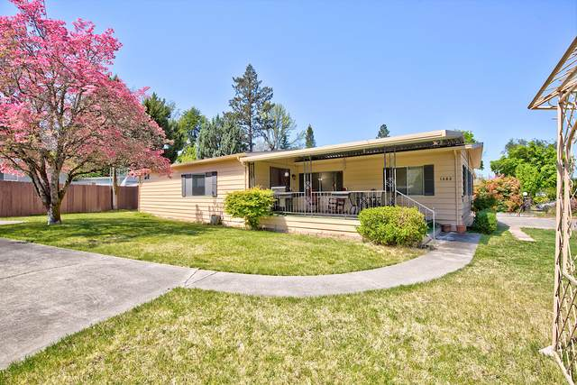 1682 Parkdale Drive, Grants Pass, OR 97527 (MLS #220121343) :: Keller Williams Realty Central Oregon