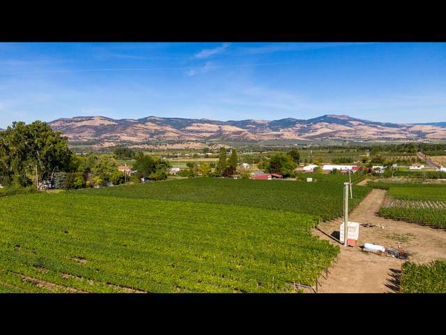 1451 Foss Road, Talent, OR 97540 (MLS #220121374) :: Top Agents Real Estate Company