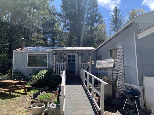 7242 Rockydale Road, Cave Junction, OR 97523 (MLS #220121434) :: Bend Relo at Fred Real Estate Group