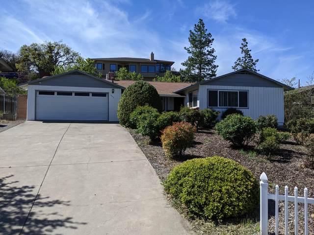 555 Oak Knoll Drive, Ashland, OR 97520 (MLS #220121452) :: Premiere Property Group, LLC