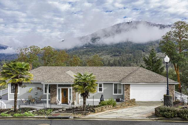 1580 Panoramic Loop, Grants Pass, OR 97527 (MLS #220121485) :: Vianet Realty