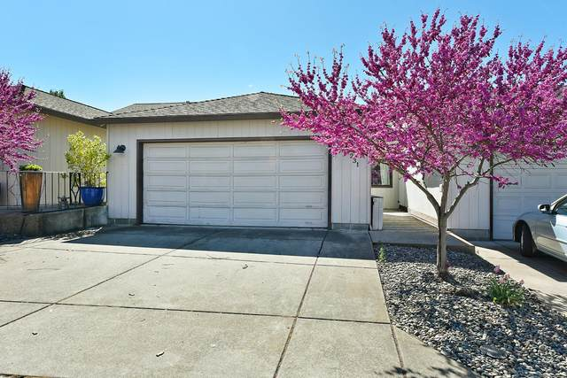 231 Mt Echo Drive, Medford, OR 97504 (MLS #220121496) :: Vianet Realty