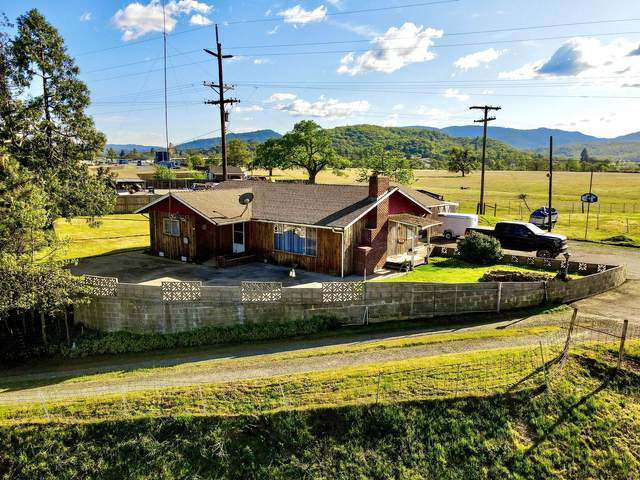 7215 Blackwell Road, Central Point, OR 97502 (MLS #220121508) :: Top Agents Real Estate Company