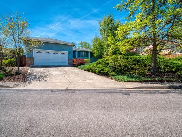 2890 Wedgewood Lane, Ashland, OR 97520 (MLS #220121592) :: Vianet Realty