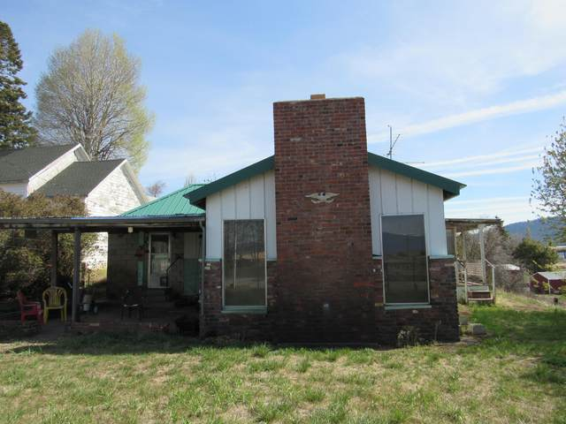 32227 Modoc  Point Road, Chiloquin, OR 97624 (MLS #220121687) :: Bend Relo at Fred Real Estate Group