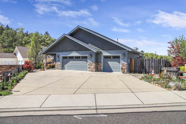 1948 SE Harpazo Lane, Grants Pass, OR 97527 (MLS #220121750) :: Central Oregon Home Pros