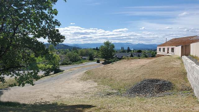 416 SE Grandview Avenue, Grants Pass, OR 97527 (MLS #220121783) :: Central Oregon Home Pros
