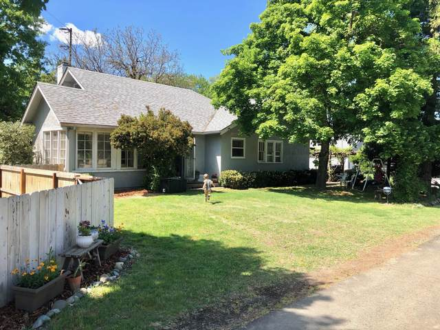 1086 Fruitdale Drive, Grants Pass, OR 97527 (MLS #220121799) :: Keller Williams Realty Central Oregon