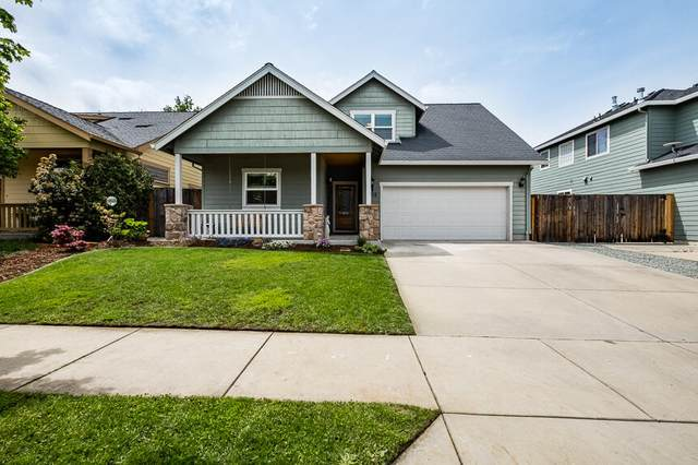 1738 Sandstone Drive, Medford, OR 97501 (MLS #220121814) :: The Ladd Group