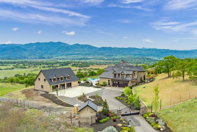 5350 Aerial Heights Drive, Medford, OR 97504 (MLS #220121828) :: Bend Relo at Fred Real Estate Group