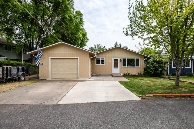 522 St Thomas Lane, Eagle Point, OR 97524 (MLS #220121838) :: Top Agents Real Estate Company