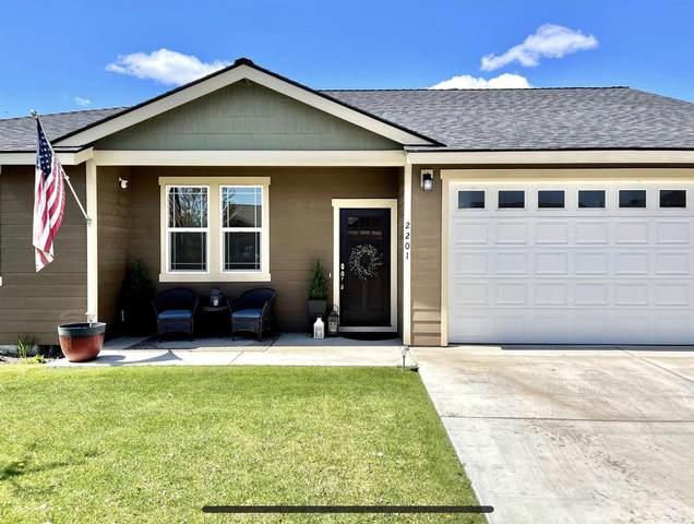 2201 NE Arapahoe Court, Redmond, OR 97756 (MLS #220121861) :: Bend Relo at Fred Real Estate Group
