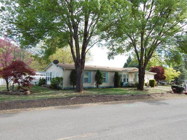 121 Penny Lane, Shady Cove, OR 97539 (MLS #220121876) :: Keller Williams Realty Central Oregon