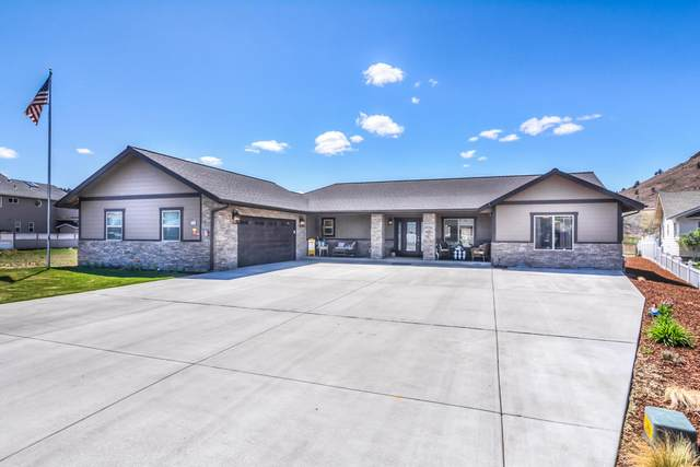 209 SW Meadow Lakes Drive, Prineville, OR 97754 (MLS #220121916) :: Bend Relo at Fred Real Estate Group