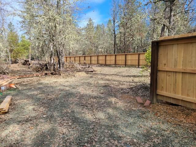 2043 Hugo Road, Merlin, OR 97532 (MLS #220121937) :: Bend Relo at Fred Real Estate Group