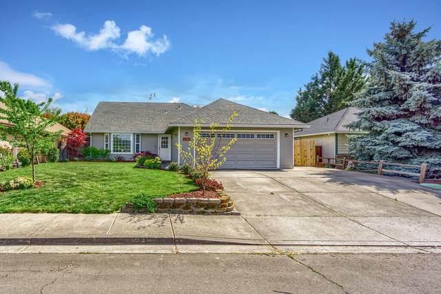 239 Peebler Way, Medford, OR 97501 (MLS #220121952) :: Bend Relo at Fred Real Estate Group