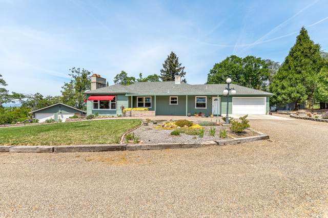 592 Oregon Terrace, Medford, OR 97504 (MLS #220122037) :: The Ladd Group