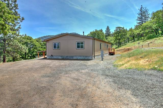 7610 Torrey Pines Terrace, Eagle Point, OR 97524 (MLS #220122114) :: Top Agents Real Estate Company