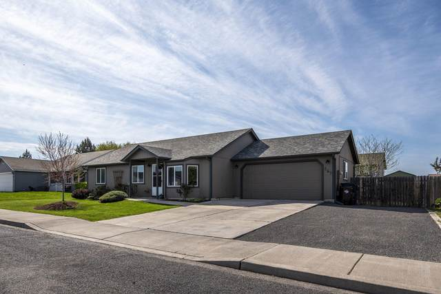 852 NW Spruce Place, Redmond, OR 97756 (MLS #220122160) :: Coldwell Banker Sun Country Realty, Inc.